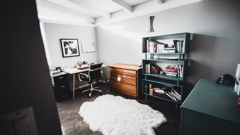 white-floor-rug
